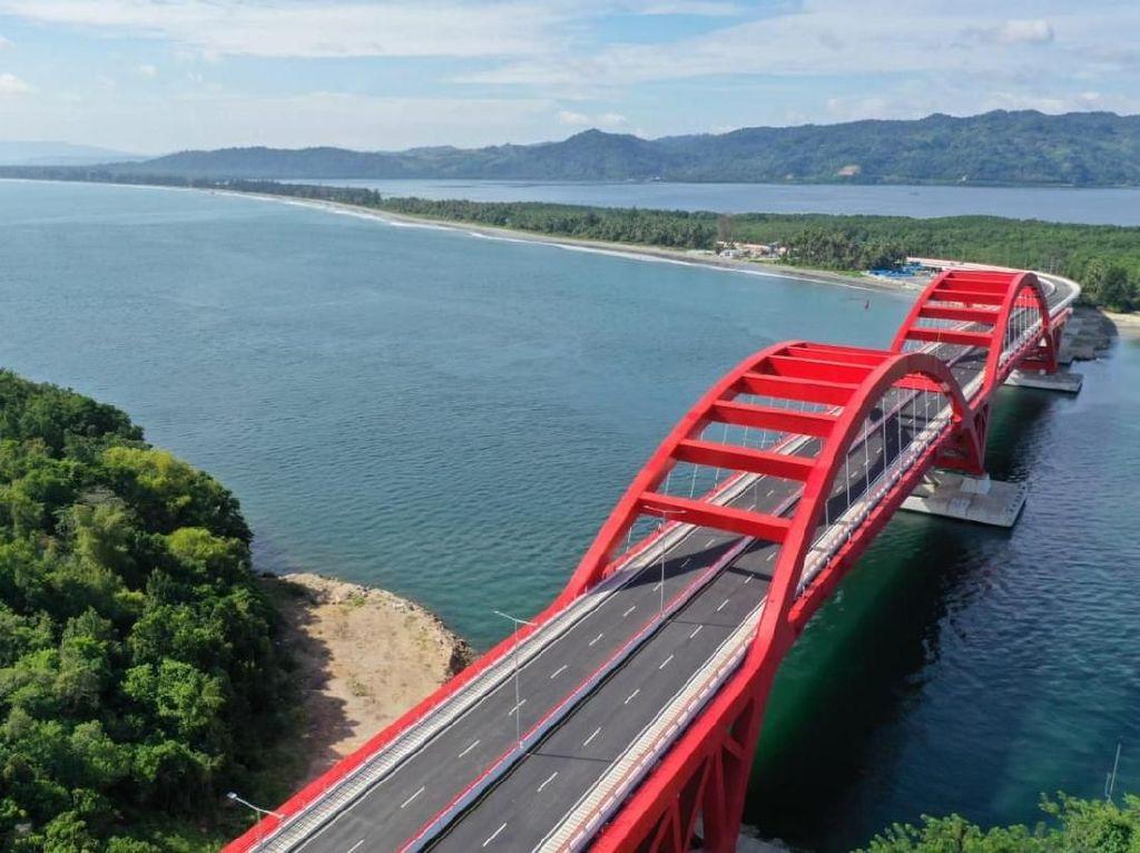 Jadi Kebanggaan Jokowi, Jembatan Holtekamp Telan Rp 1,6 T