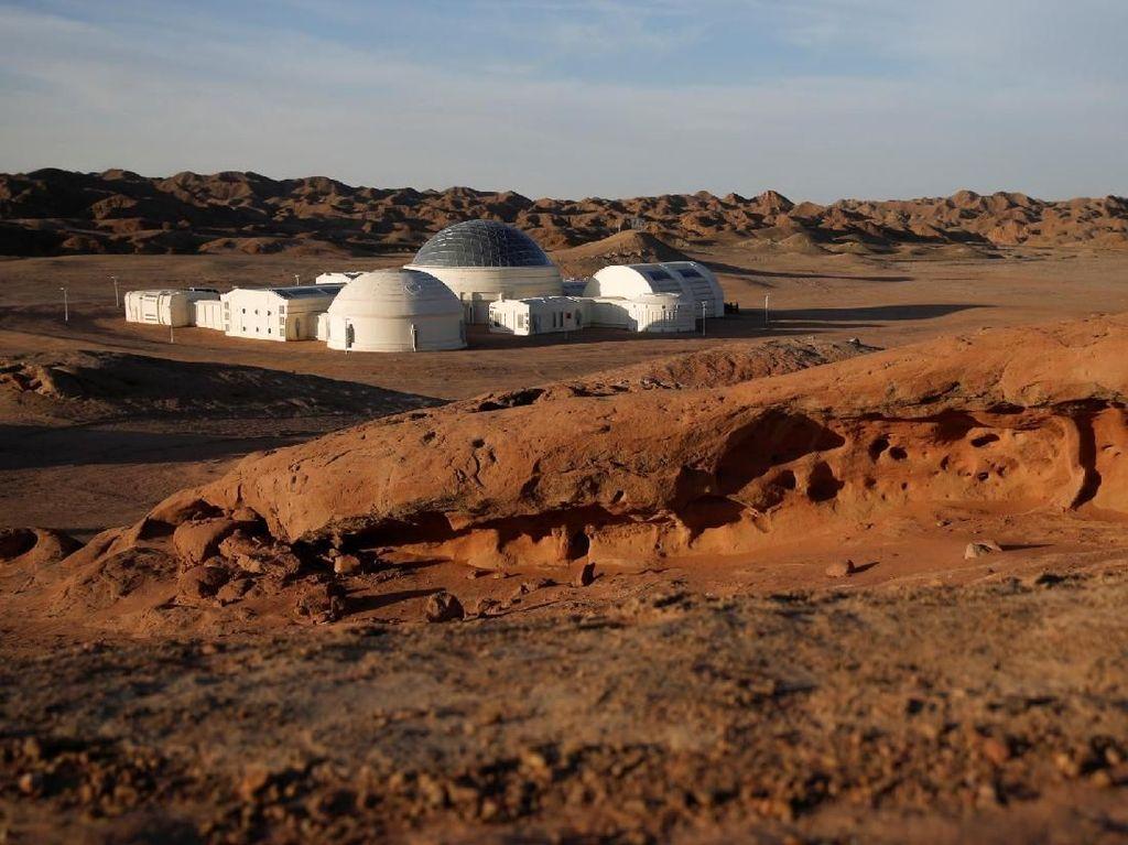 Wisata ke Mars Made in China