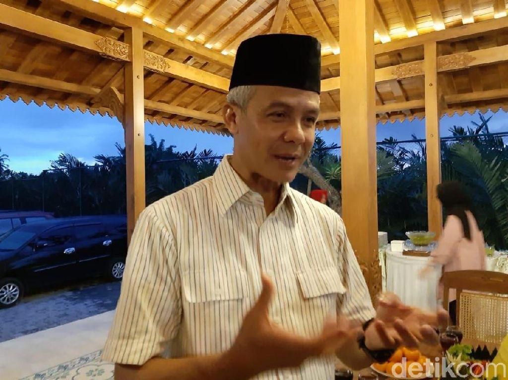 Demi Rakyat, Ganjar Dorong Jokowi-Prabowo Foto Bareng