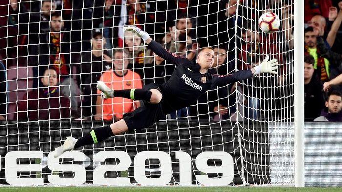 Barcelona tak akan diperkuat Ter Stegen saat bertemu Valencia di final Copa del Rey (REUTERS/Albert Gea)