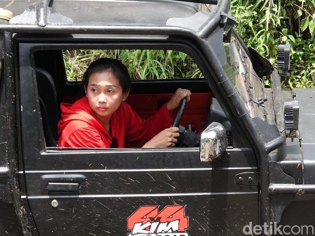 Aksi Offroader Wanita di Hari Kartini