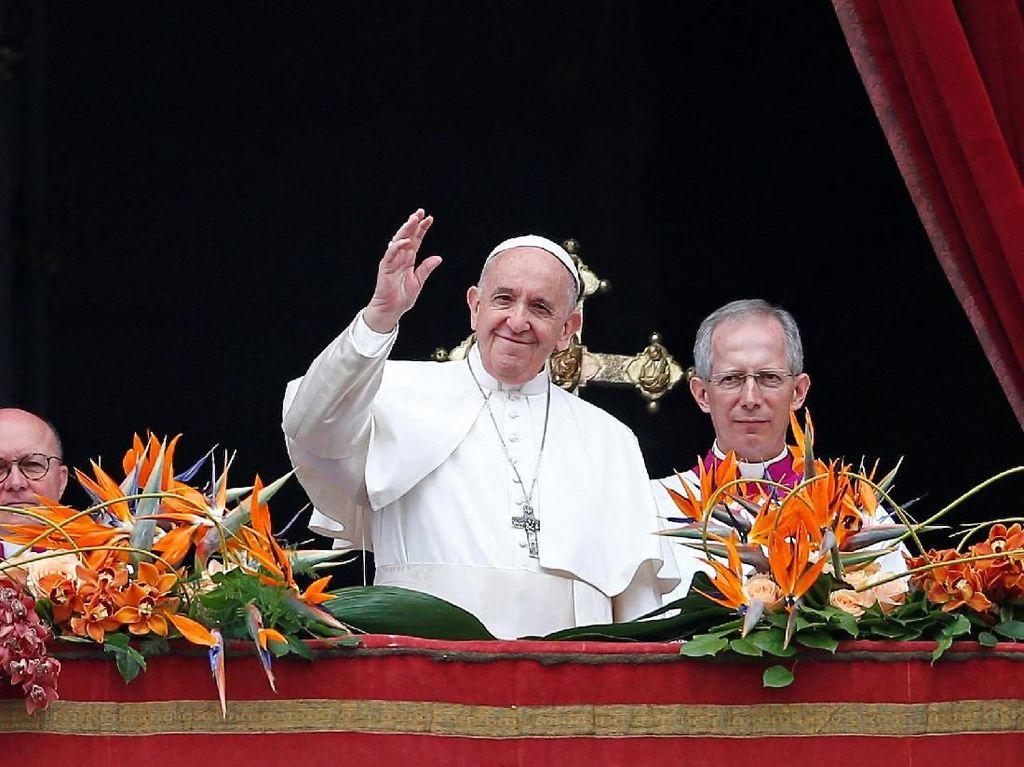 Paus Fransiskus Terjebak di Lift 25 Menit, Diselamatkan Petugas Damkar