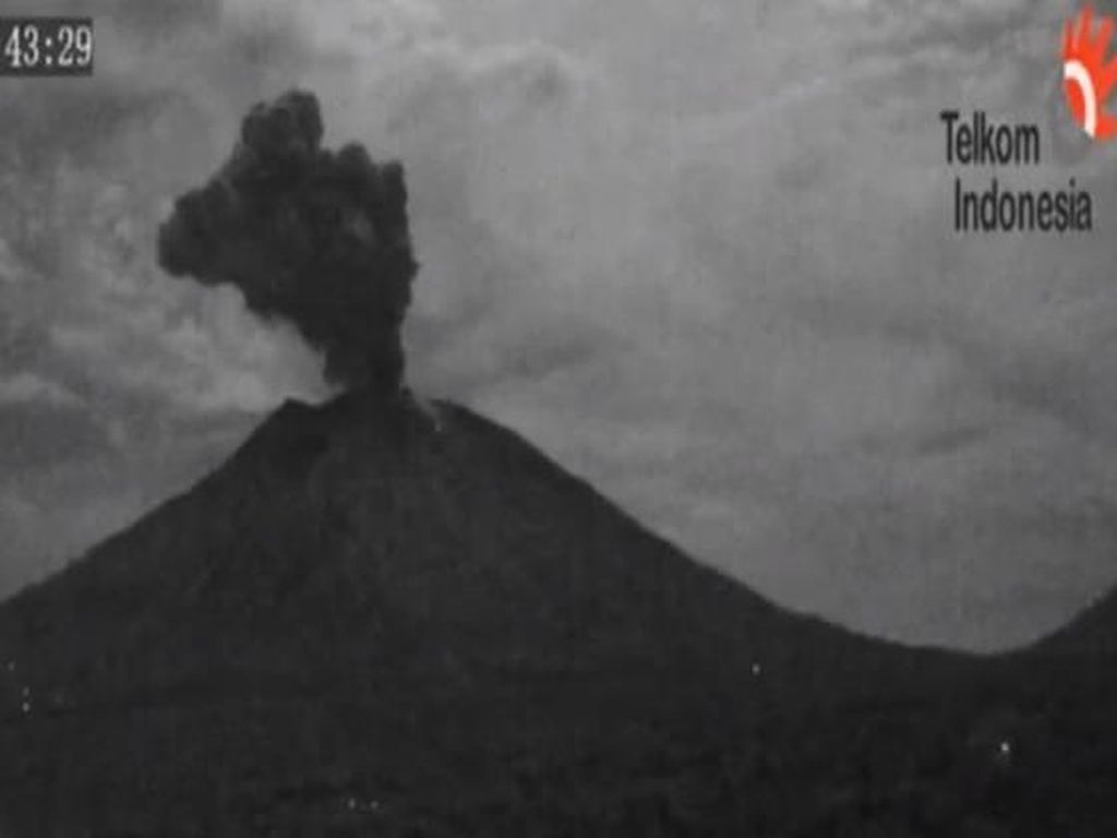 Dampak Gunung Agung Erupsi, Hujan Abu Turun di Sejumlah Lokasi