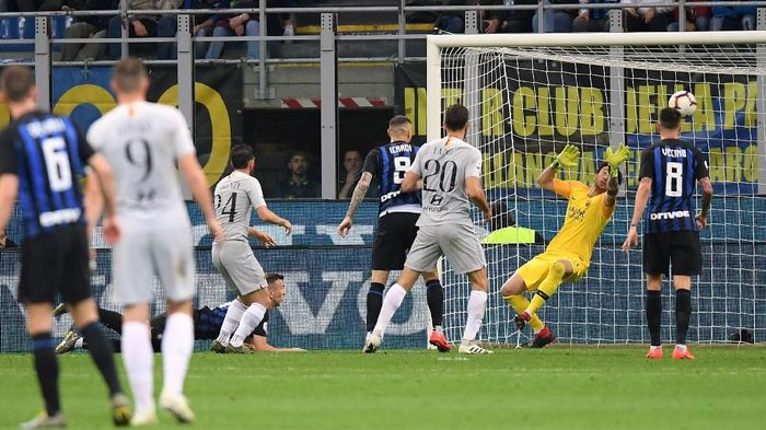 Laga Inter vs Roma berakhir imbang 1-1 (Foto: Daniele Mascolo/Reuters)