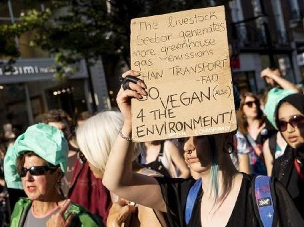 Video Ratusan Aktivis Lingkungan Diciduk Polisi London