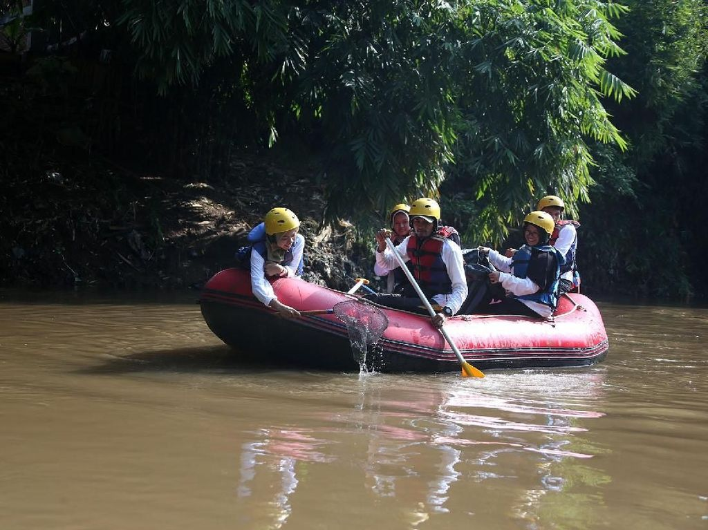 Aksi Bersih-bersih Sungai Ciliwung