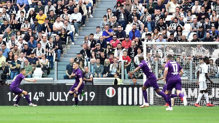 Juventus tertinggal lebih dulu dalam laga yang berlangsung di Allianz Stadium, Sabtu (20/4/2019) malam WIB. Fiorentina berhasil melesakkan gol lewat Nikola Milenkovic di menit keenam. (Foto: Massimo Pinca/Reuters)