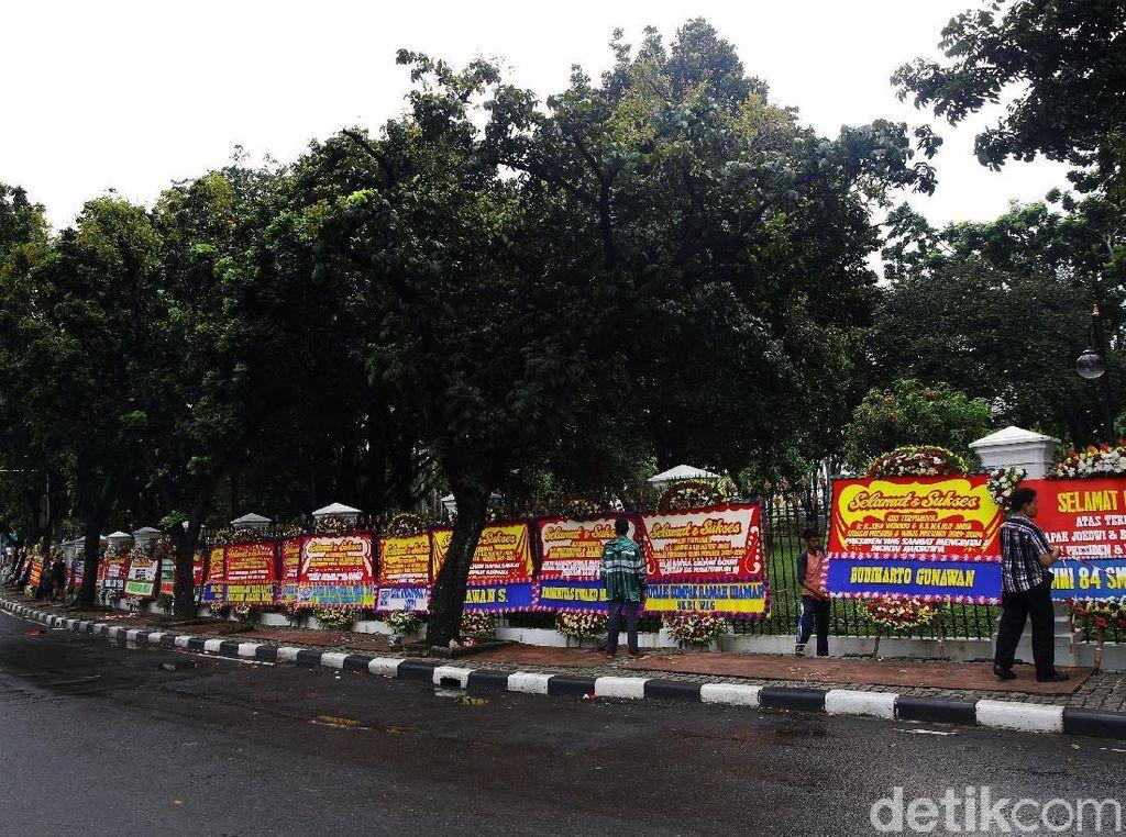 Video: Mommy Syantik hingga Relawan Jokowi Kirim Bunga ke Istana