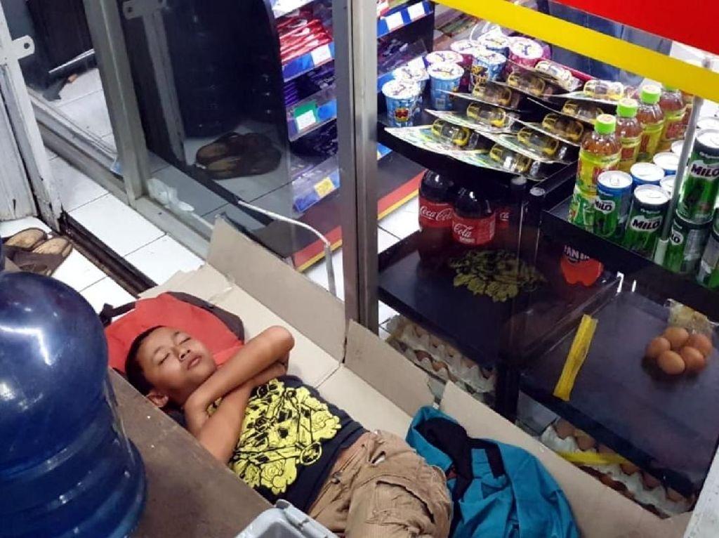 Cerita Pilu Bocah 12 Tahun yang Tidur di Teras Minimarket Sukabumi