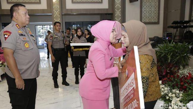 Berita Keluarga dari Polisi yang Gugur Saat Amankan Pemilu Mendapat Santunan Rabu 22 Mei 2019