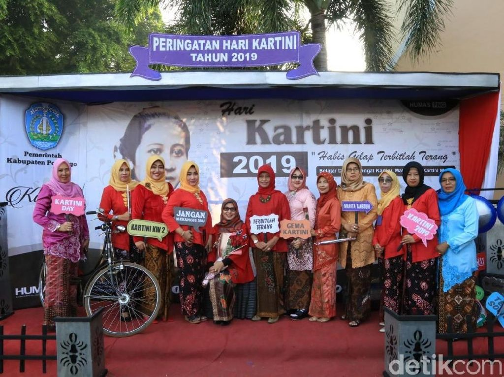 Pemkab Ponorogo Sediakan Spot Foto Tema Kartini untuk PNS Berkebaya