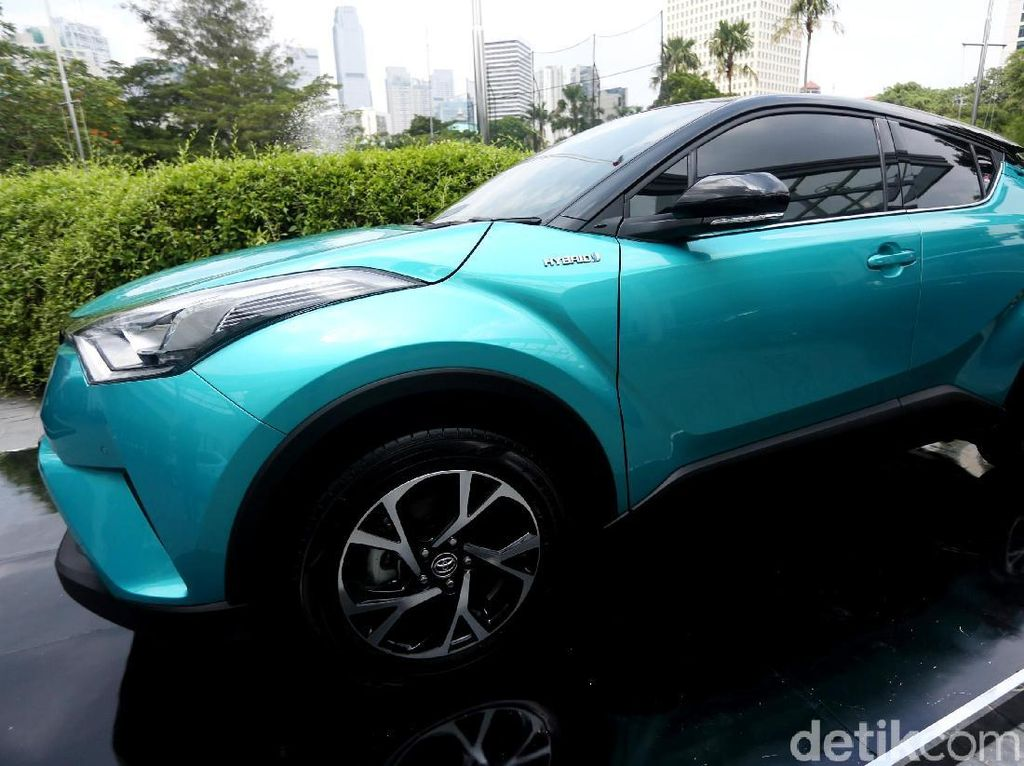 Perkenalkan Toyota C-HR Hybrid