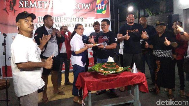 Berita Jokowi Raih 90% di Bali Versi QC, Relawan Potong Tumpeng dan Joget Bumbung Senin 22 Juli 2019