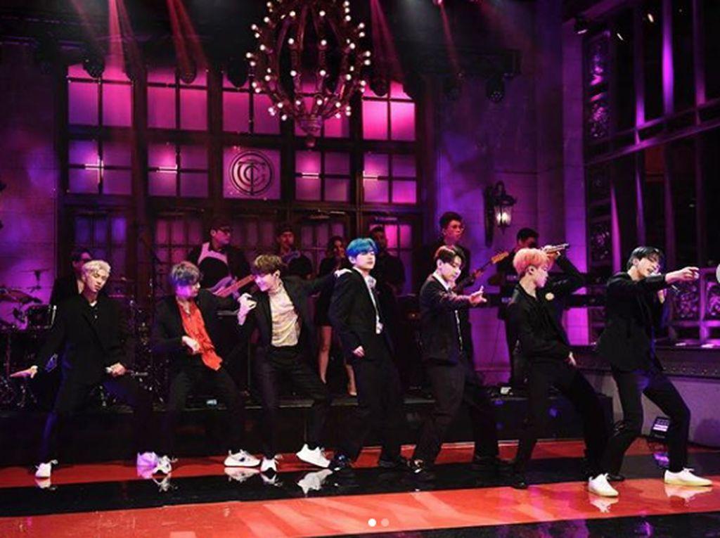 BTS Kalahkan Rekor yang 24 Tahun Dipegang Celine Dion dengan Lights