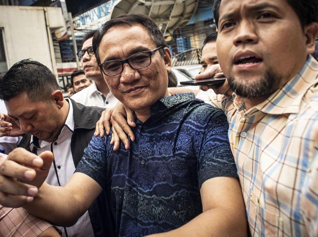 Andi Arief Kritik KPU dan Saksi Ahli Prabowo: Edan!