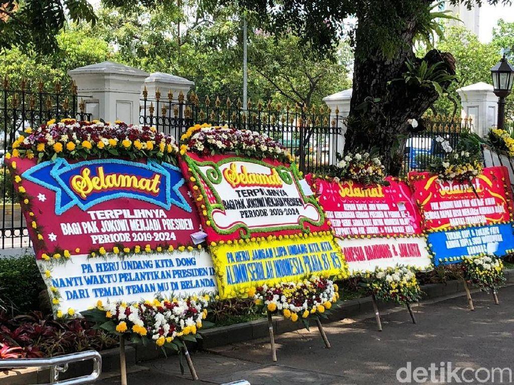 Karangan Bunga untuk Jokowi-Maruf Terus Datang ke Istana