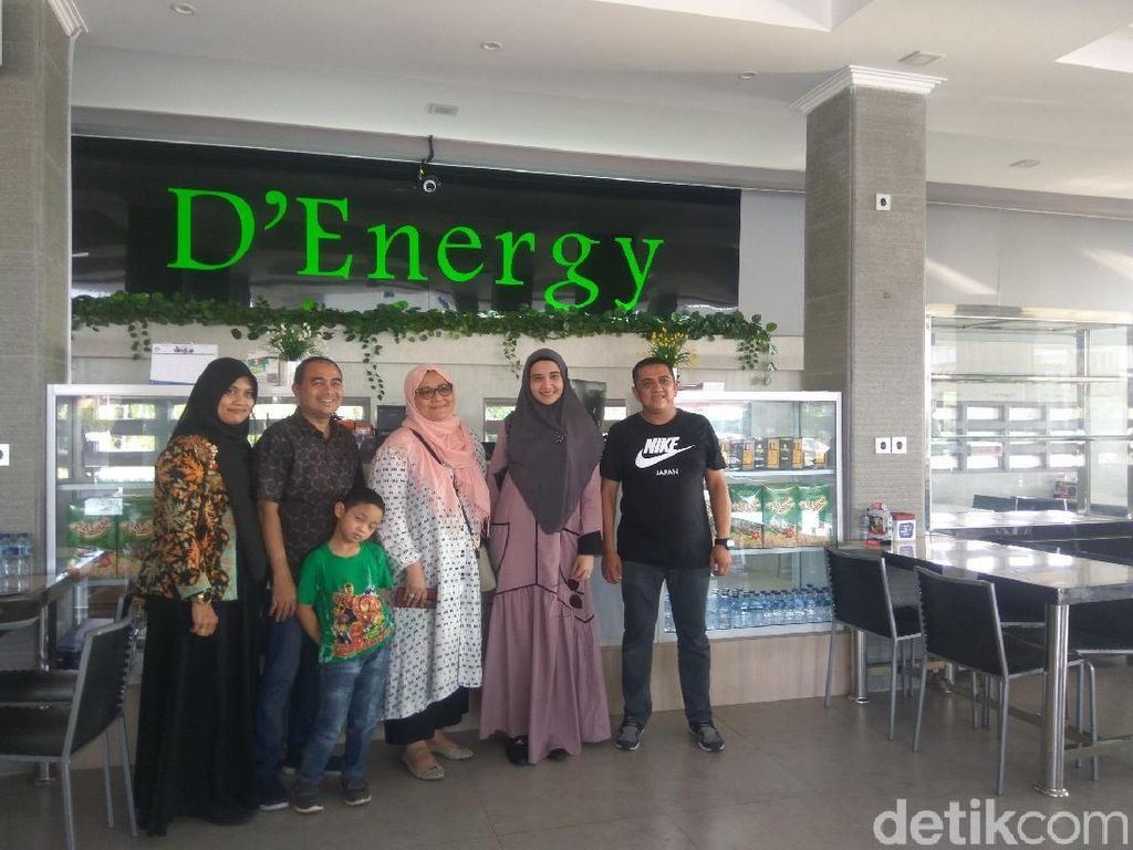 Di Banda Aceh Zaskia Sungkar Nikmati Mie Aceh Autentik dan Sanger