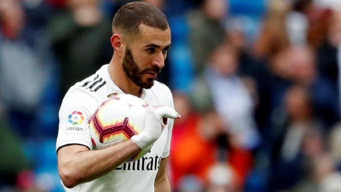 Karim Benzema bikin hat-trcik ke gawang Bilbao (REUTERS/Susana Vera)