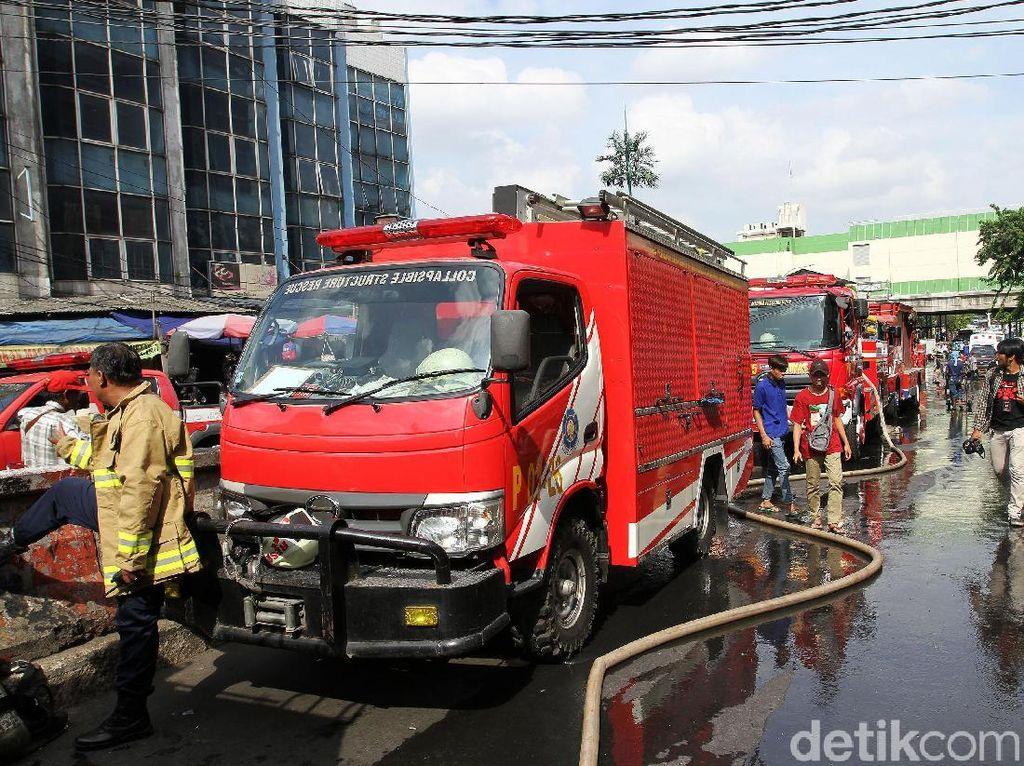 Kejar-kejaran dengan Polisi, Pencuri Mobil Damkar Ditangkap di Sawah Besar