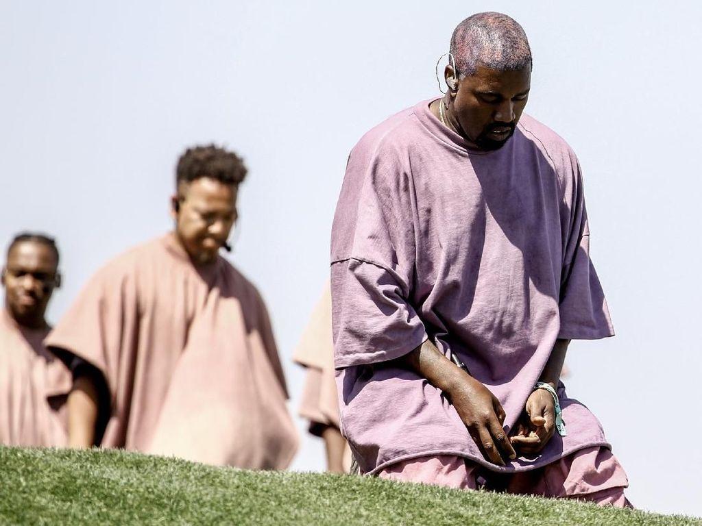 Kanye West Akui Dirinya Baru Menjadi Kristiani