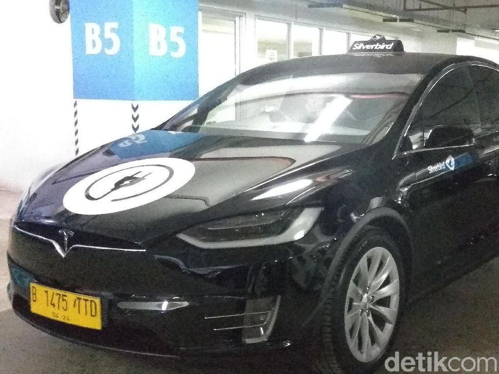 Jokowi Belum Terima, Aturan Mobil Listrik Nyangkut Di Mana?