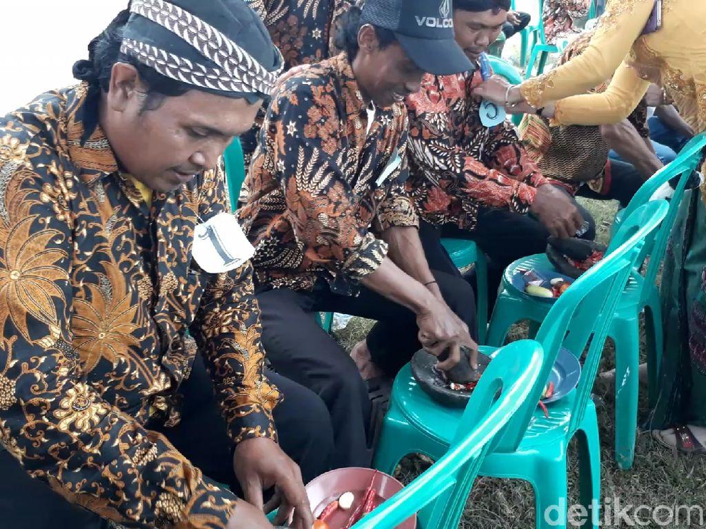 Meriahnya Hari Kartini di Desa Terpencil Tegal, Lomba Dandan sampai Ngulek