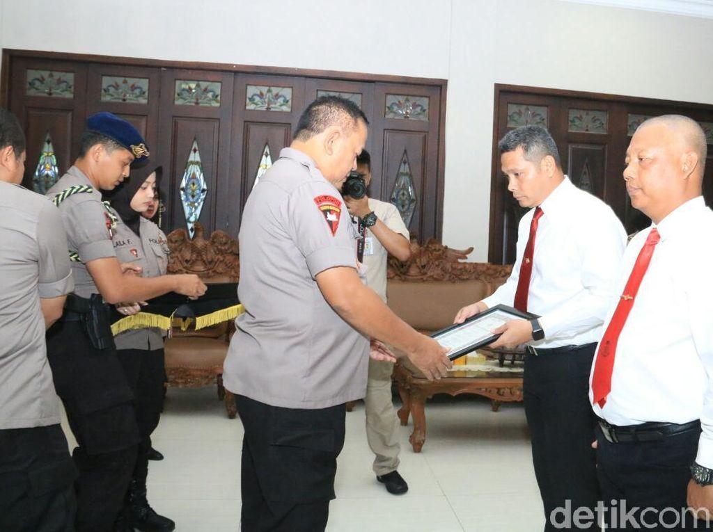34 Anggota yang Ungkap Kasus Mayat dalam Koper Terima Penghargaan