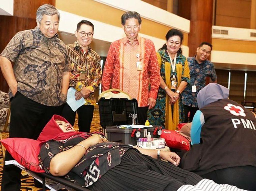 Meriahkan Usia Emas, Bank Mega Gelar Donor Darah