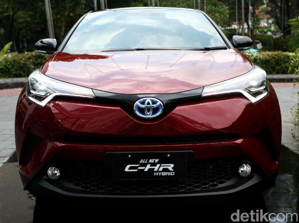 Beda Rp 30 Juta, Toyota C-HR Hybrid Bisa Geser Model Bensin