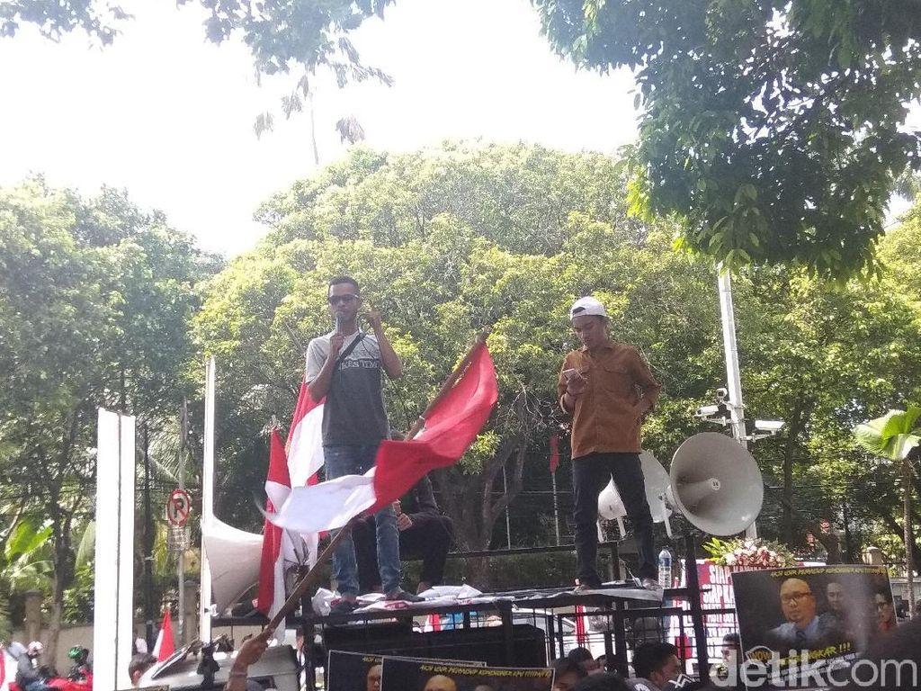 Massa Demo KPU soal Hubungan Keluarga Komisioner-Tim BPN
