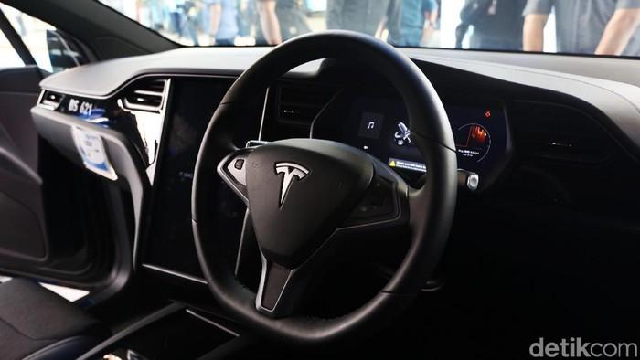 Bluebird memastikan akan menggunakan armada taksi listrik. Untuk taksi premium Silverbird, perusahaan taksi terkemuka tersebut bakal mengandalkan Tesla Model X 75D.