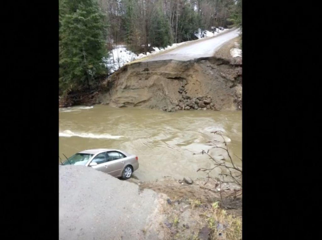 Mobil Tersapu Banjir di Kanada, Pengemudi Wanita Tewas