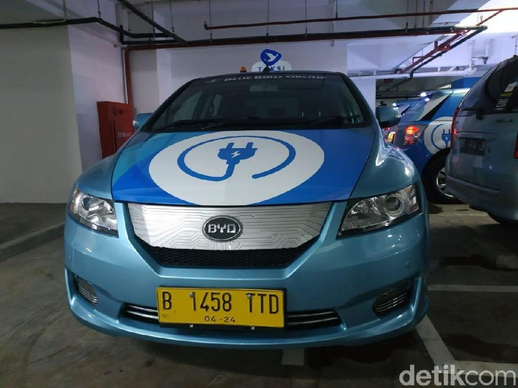 Taksi Listrik Reguler Bluebird Sanggup Melahap Jarak Hingga 400 Km