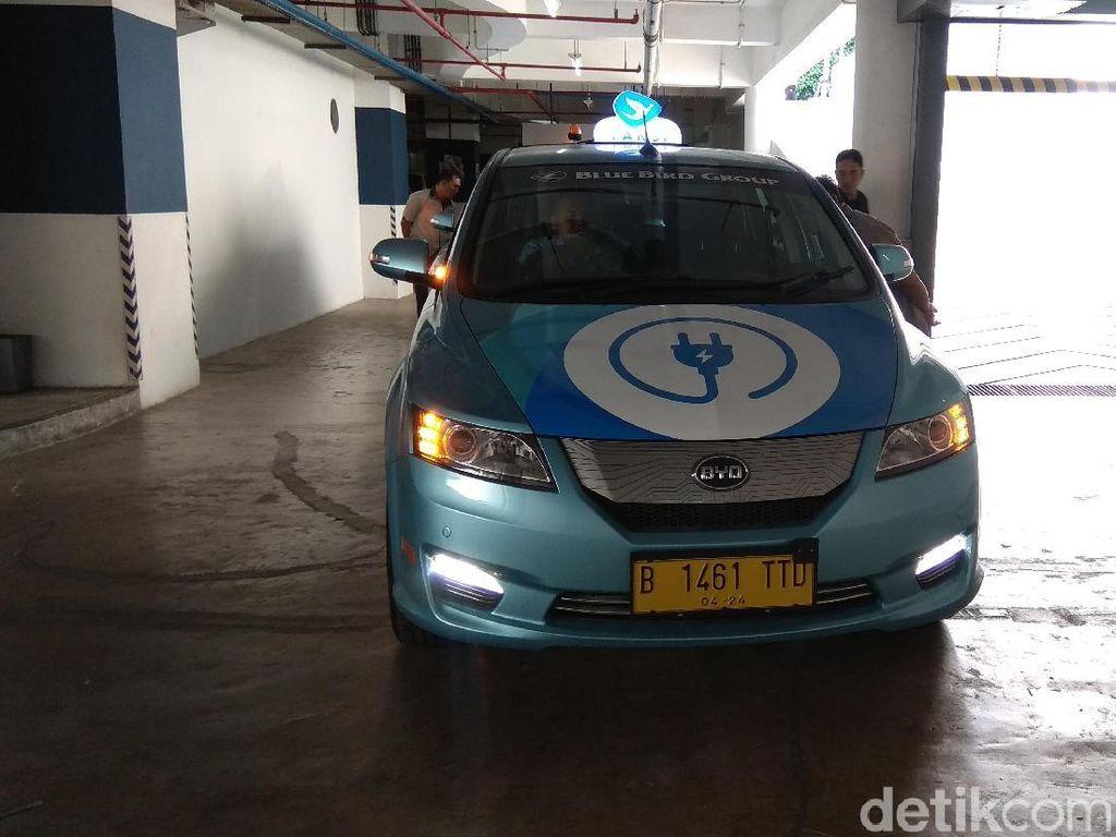 Penampakan Taksi Listrik Pertama di Indonesia
