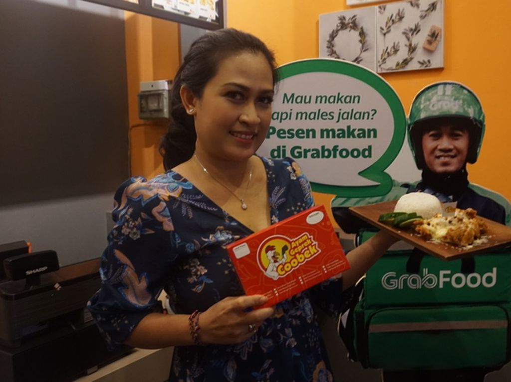 Pionir Ayam Geprek di Bali: Pedasnya Nampol!