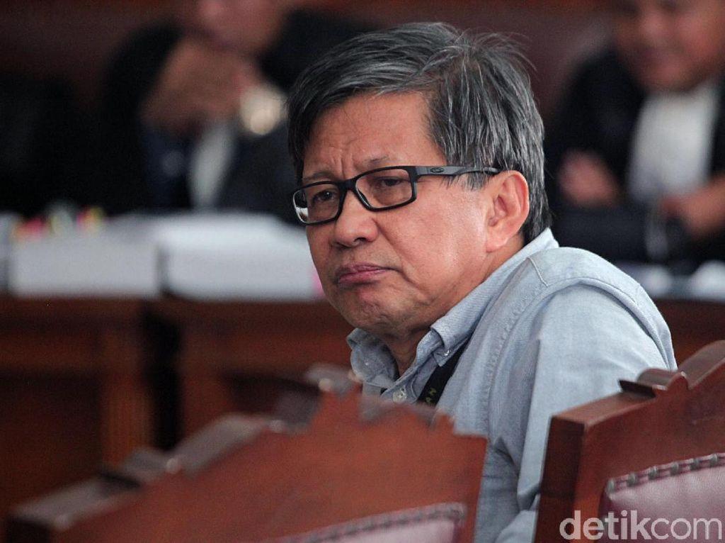 Bersaksi di Sidang Ratna Sarumpaet, Rocky Gerung Cemberut Aja