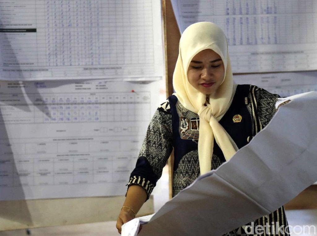 Mengintip Rekapitulasi Surat Suara Pemilu 2019 di Priok