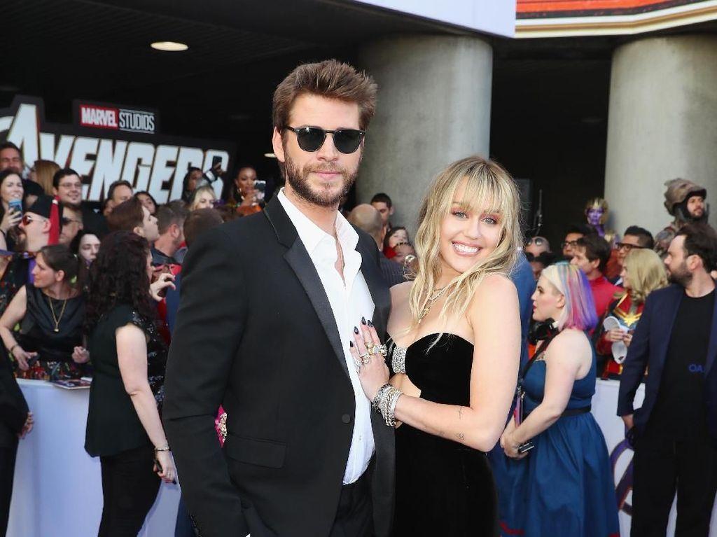 Foto: Kemesraan Miley Cyrus dan Liam Hemsworth di Premier Avengers: Endgame