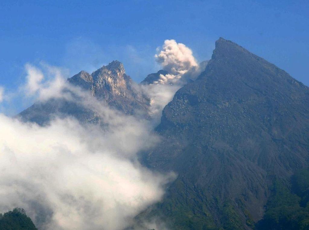Gunung Merapi Kembali Keluarkan Awan Panas dan Guguran Lava