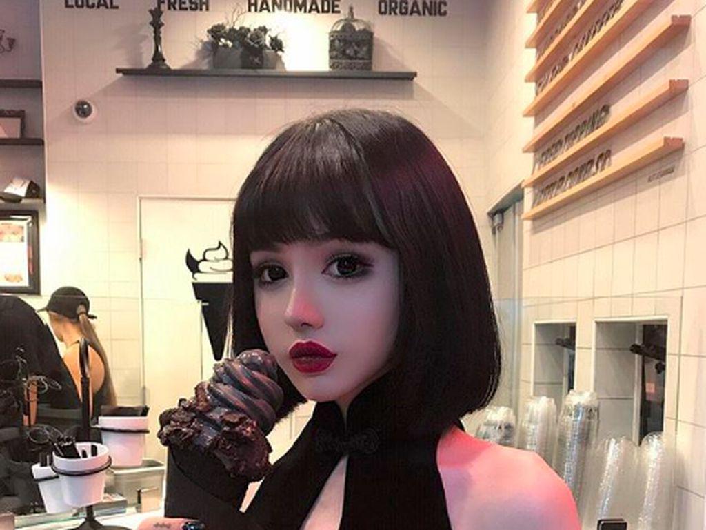 Kina Shen, Boneka Hidup dari China yang Doyan Dessert
