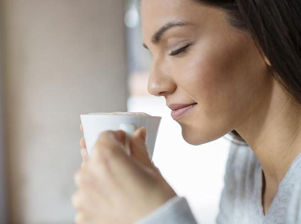 Positif Covid-19, Wanita Ini Sebut Kopi Baunya Kayak Asap Knalpot