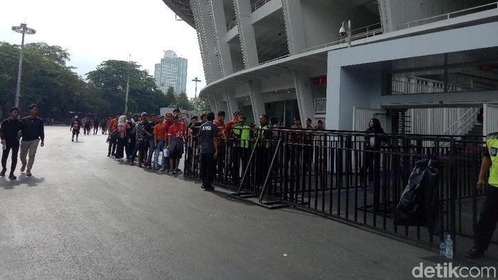 The Jakmania akhirnya bsai menyakiskan langsung laga Persija Jakarta vs Ceres Negros dalam Piala AFC 2019. (Amalia Dwi Septi/detikSport)