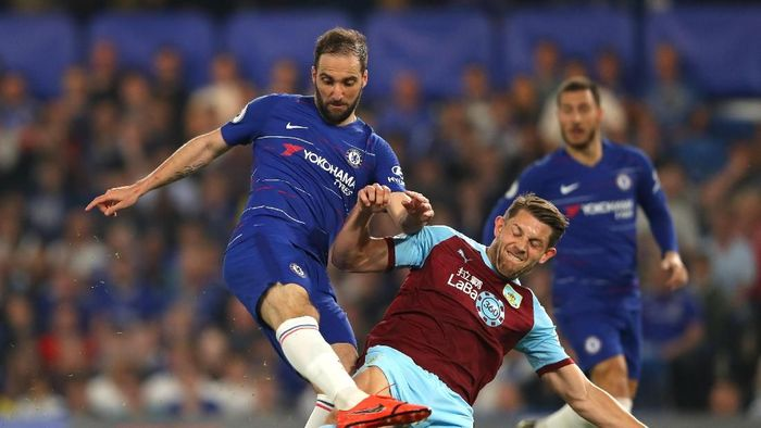 Gonzalo Higuain mencetak satu gol saat Chelsea diimbangi Burnley. (Foto: Warren Little/Getty Images)