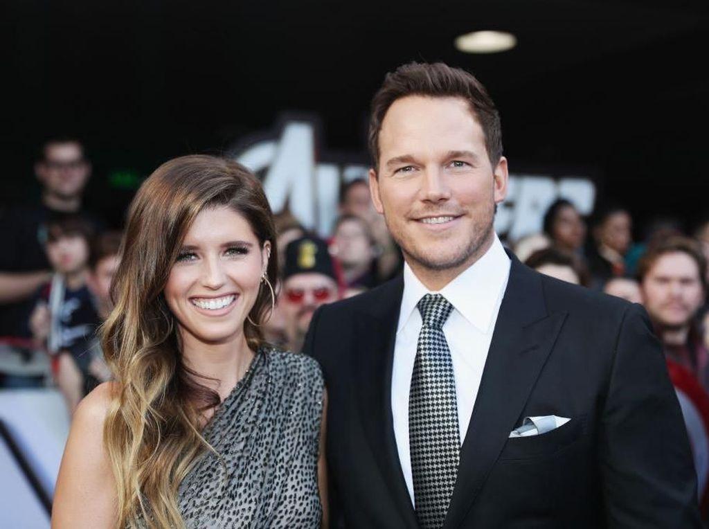 Usai Dikabarkan Hamil, Istri Chris Pratt Sembunyikan Perutnya