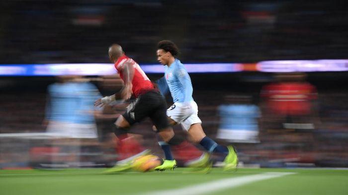 Duel Manchester United vs Manchester City akan memanaskan Liga Inggris tengah pekan ini (Foto: Laurence Griffiths/Getty Images)