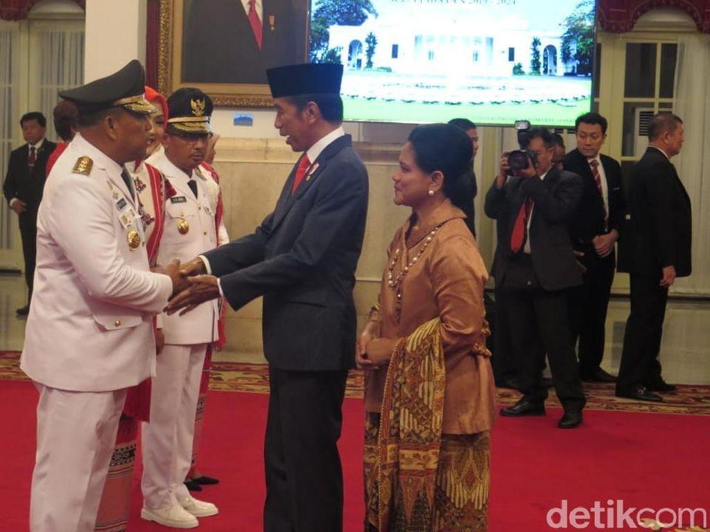 Jokowi Resmi Lantik Murad-Barnabas Jadi Gubernur dan Wagub Maluku