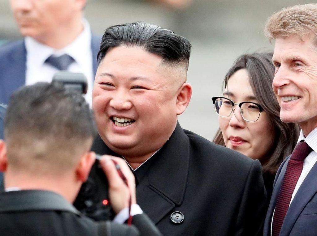 Dirumorkan Meninggal Saat Operasi Jantung, Kim Jong Un Sehat-sehat Saja?