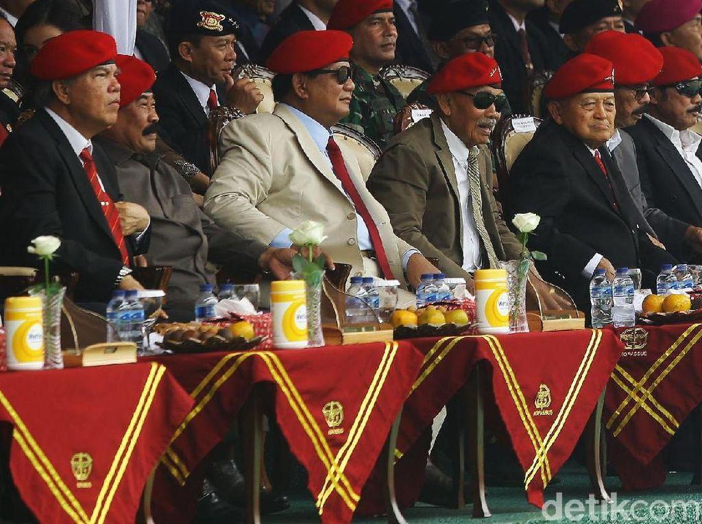 Prabowo Berbaret Merah di HUT Kopassus