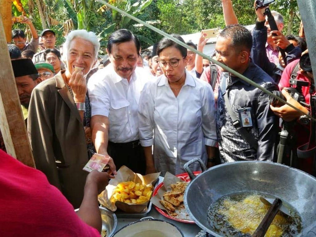 Keseruan Luhut Pandjaitan Saat Berburu Gorengan hingga Ngopi Bareng Jokowi