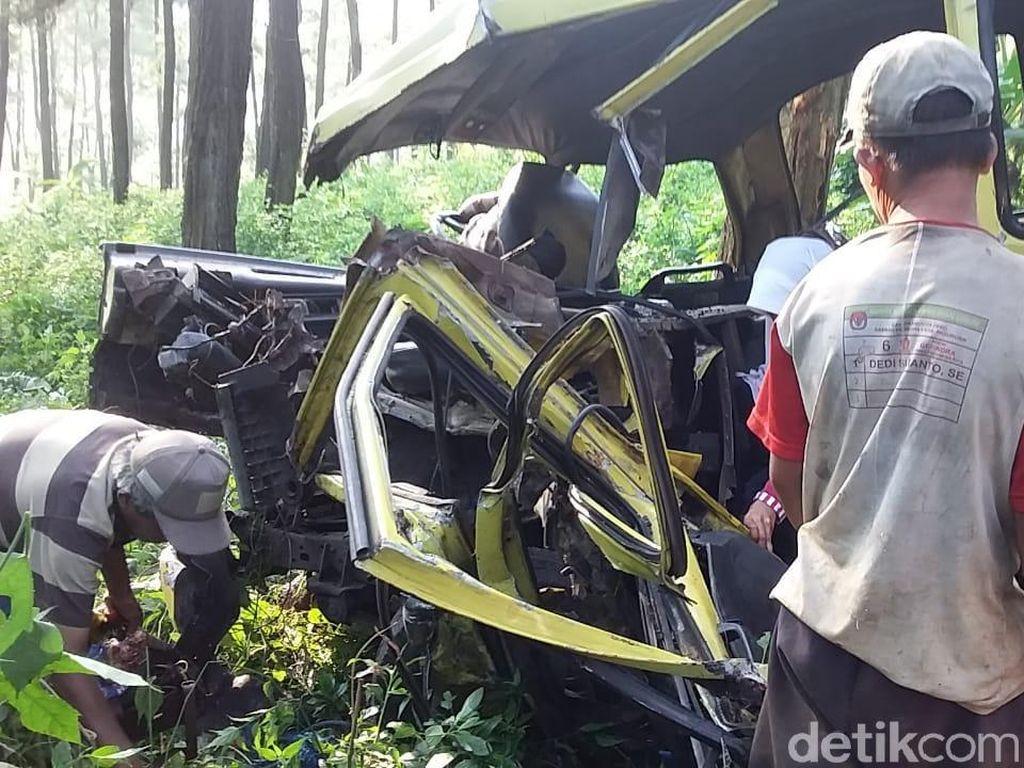 Rem Blong Penyebab Mobil Rombongan Siswa Tabrak Pohon dan Tewaskan 1 Anak